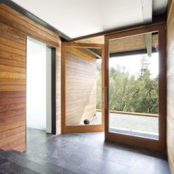 Airy entrance with Brazilian slate floor